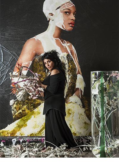 Oktober 2015<br>Lita Cabellut - Portretten<br><br>in het atelier van Lita zijn een aantal nieuwe portretten gemaakt waarin de laatste schilderijen en het nieuwe werk met bloemstillevens samenkomt. De portretten zijn geplaatst in de catalogus 'Impuls' uitgegeven door Opera Gallery en zijn verschenen in diverse binnen- en buitenlandse media. Ongelofelijk is de focus die Lita heeft om een beeld te creëren.  Of het nu gaat om haar schilderijen of het samen maken van een fotografisch beeld.
