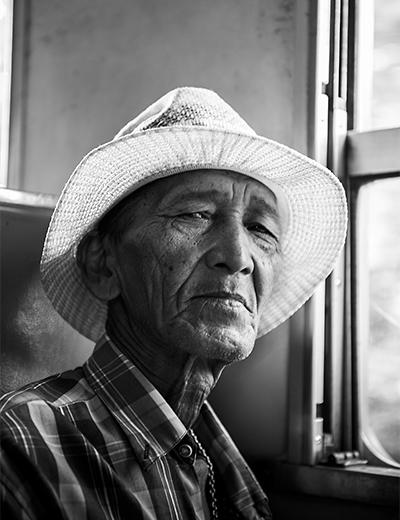 eddy-wenting-photography-portrait-thailand-train-passenger