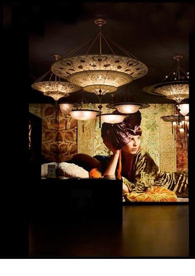 November 2012<br>Studio Matusiak - Venetia Studium<br><br>Een serie van acht beelden voor de website, winkels en beurzen van Venetia Studium. Leuk om je werk samen gemaakt met Paulina Matusiak in deze diverse uitingen terug te zien. Het familiebedrijf maakt prachtige stoffen die gebruikt worden voor kleden, gordijnen, kussens maar  ook kleding, sjaals en tassen. Venetia Studium heeft twee zaken in Venetië en één in Londen. Ze zijn een  bezoek waard.